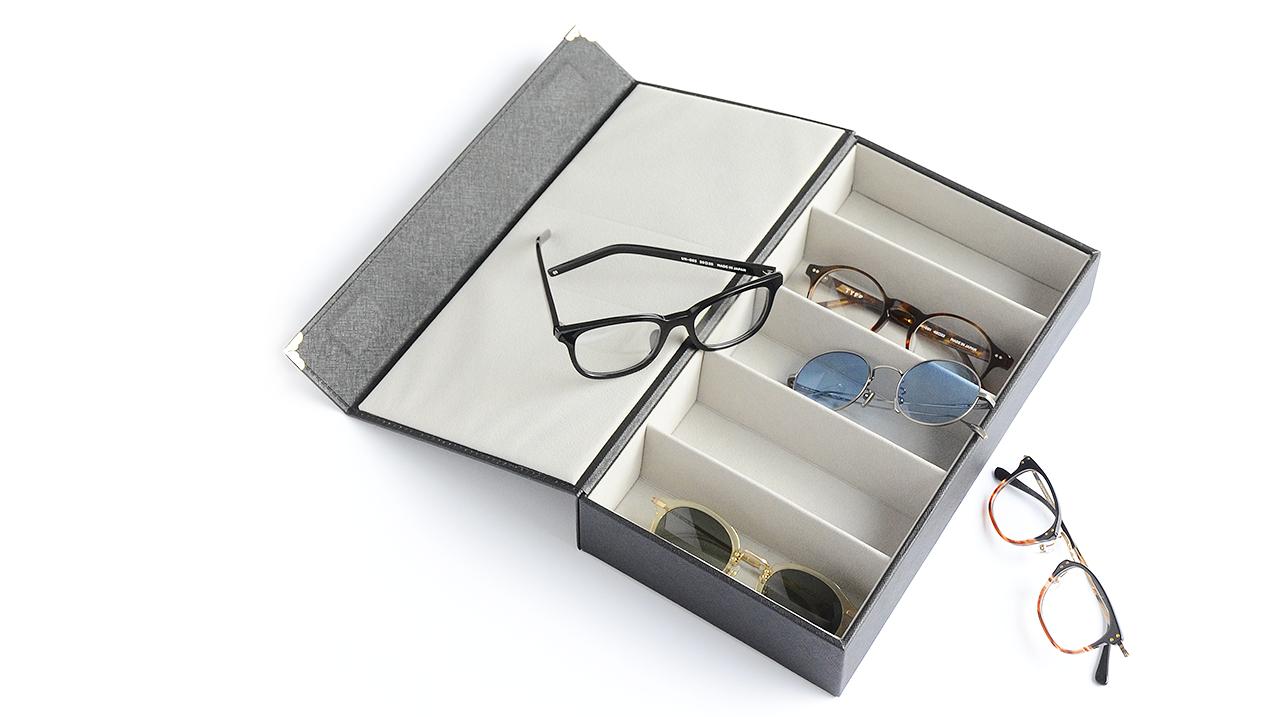 01 オンラインストアでメガネを選ぶ 02 自宅でメガネを受け取る 03 5日間自宅でゆっくりとお試し 04 気に入った商品のみを購入